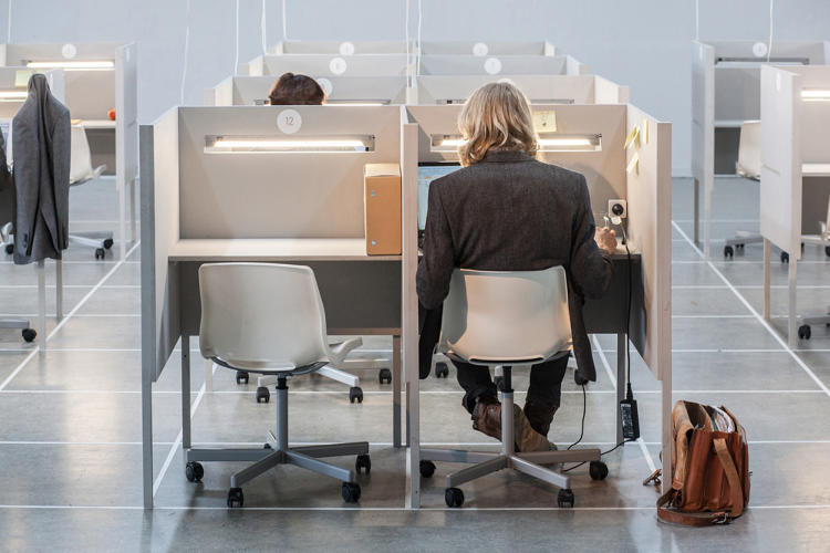 3034147-slide-s-11-dutch-designers-manipulated-a-surreal-office-environment-to-measure-employee-reactions